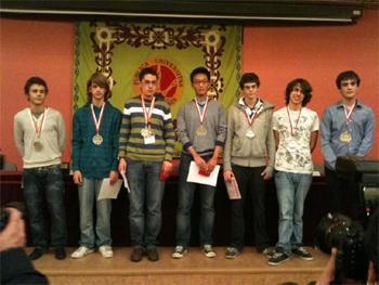 Byoung Tae Bae y el equipo de España para la IMO de 2011